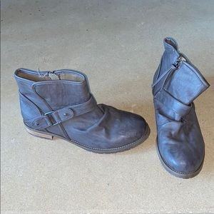 DIVIDED leather booties / shoes